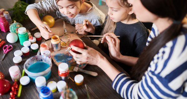 25 Easy-To-Make Ornaments For Children To Create