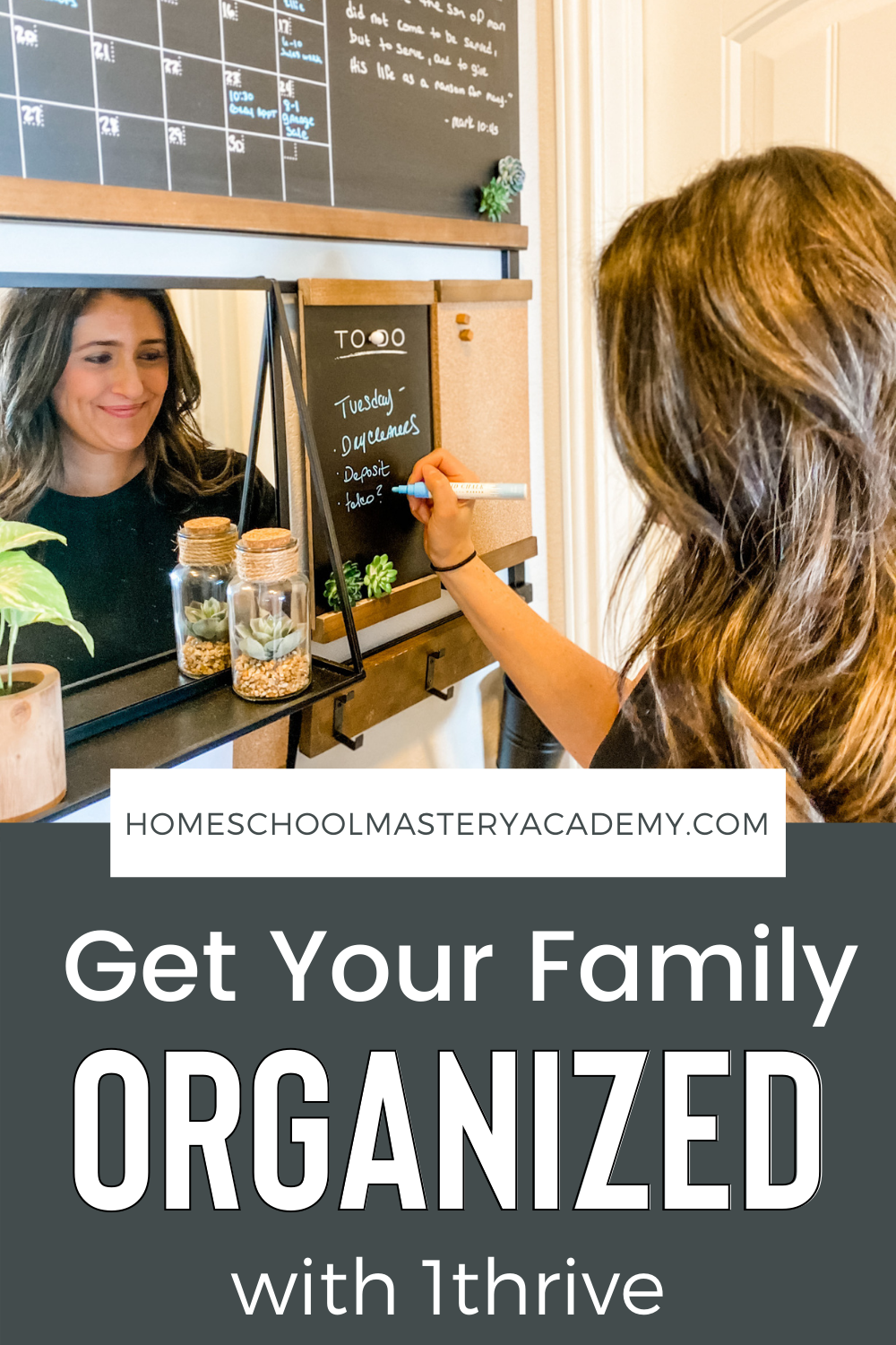 These 1Thrive command centers are just what you need to get your whole family organized! Take a look at how easy it is to create a family command center that looks so put together and requires little effort on your part. #organization #commandcenter #family #getorganized